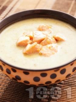 Картофена крем супа със сьомга и течна сметана - снимка на рецептата